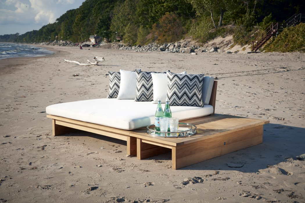 Aspen Teak Daybed with Rectangle Side Table