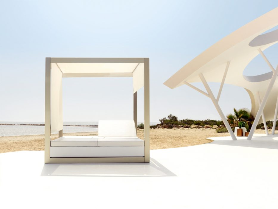 VONDOM Vela Square Daybed with Canopy