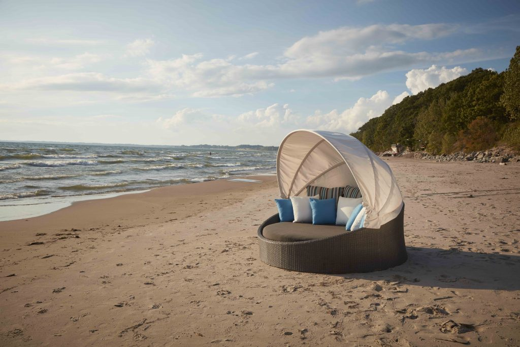 berkeley daybed with a canopy