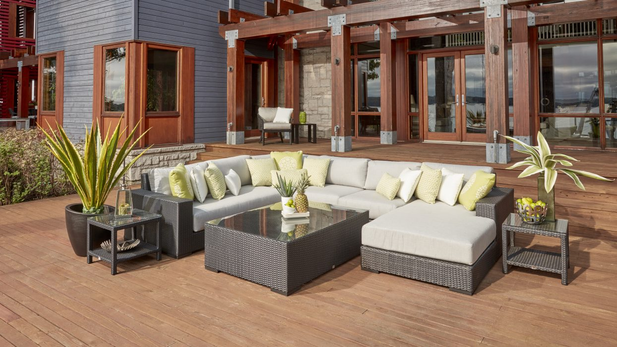 Vineyard Sectional with Left Daybed Module