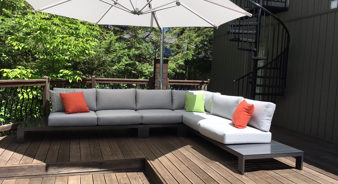 Streamline Sectional with a Cantilever Umbrella