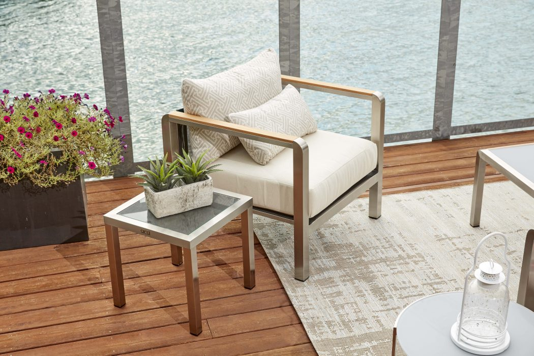 Eclipse Club Chair and Side Table