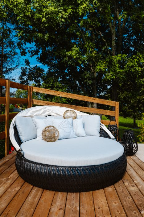 Tidal Round Daybed with Canopy