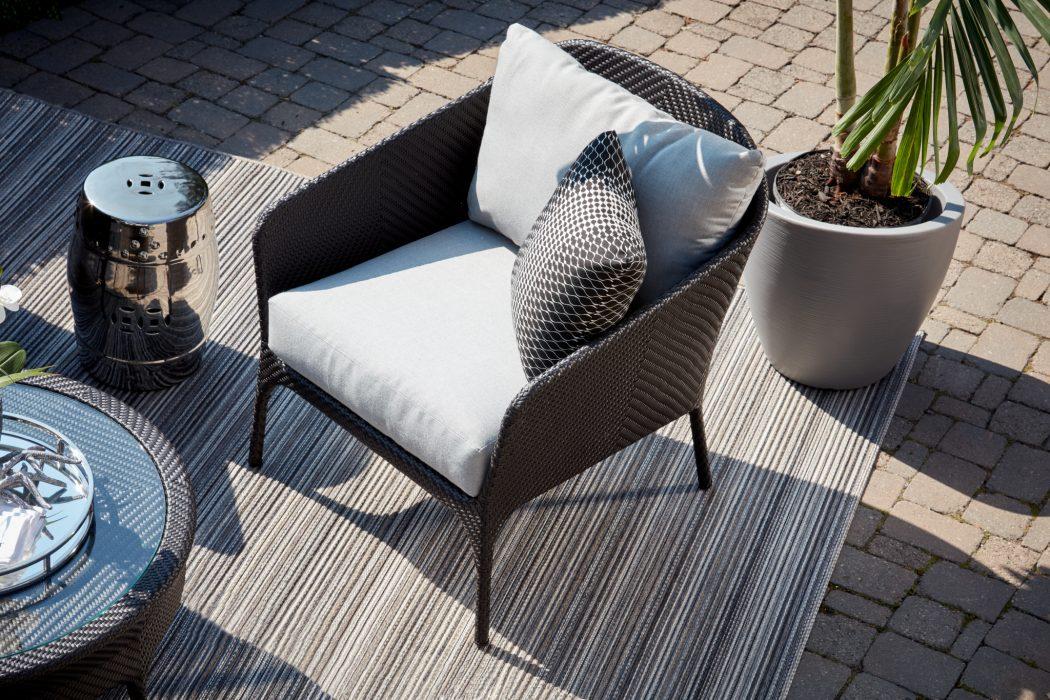 Curve Club Chair