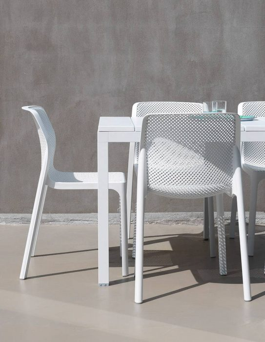 Milano Extension Dining Table with Milano Dining Side Chairs in White
