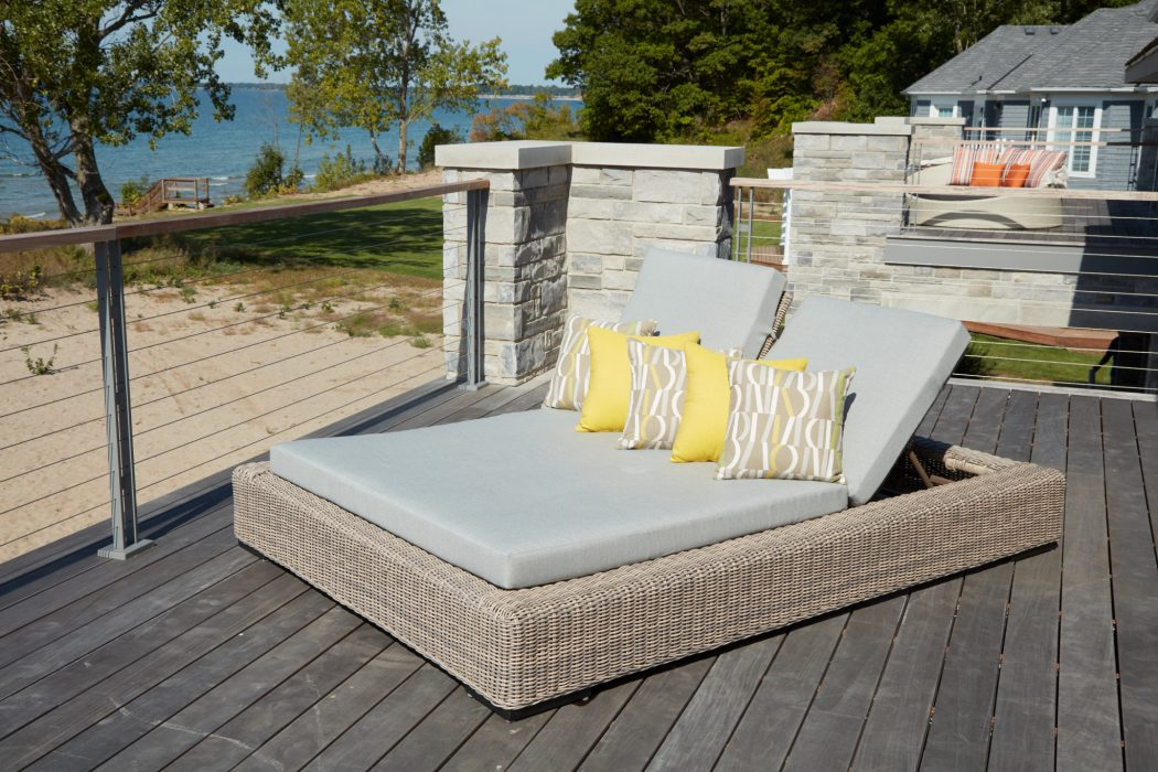 Vineyard Daybed in Ivory