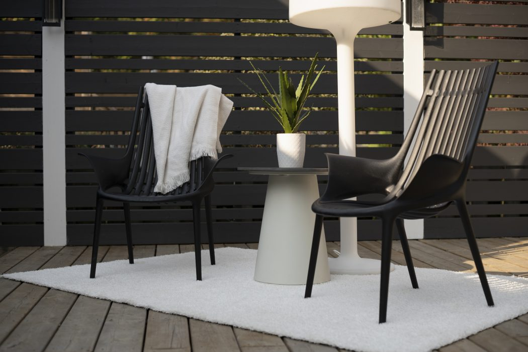 VONDOM Ibiza Club Chairs with Flo Round End Table