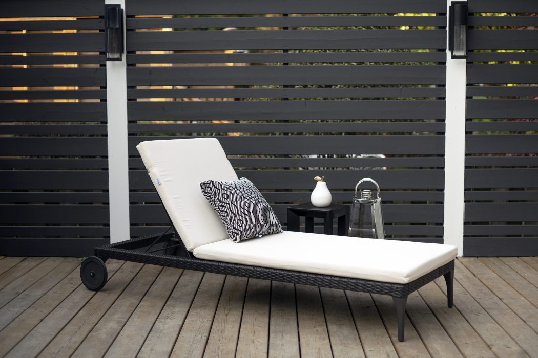 Sherida Chaise in Black