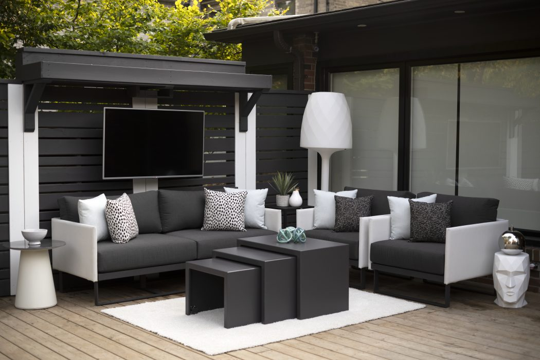 Suave Deep Seating with 3-Piece Nesting Rolling Tables
