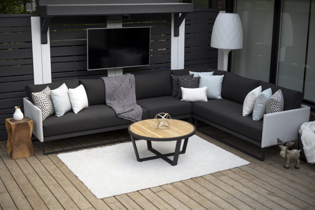Suave Sectional with Facile Round Coffee Table