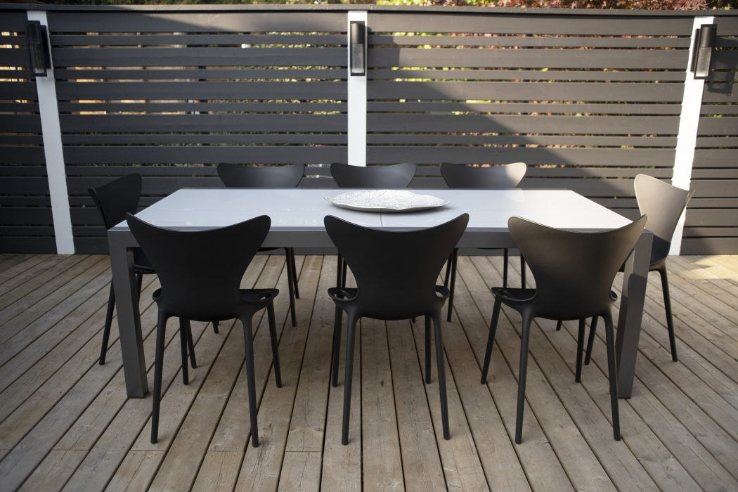 Marlo Extension Dining Table with VONDOM Love Dining Side Chairs