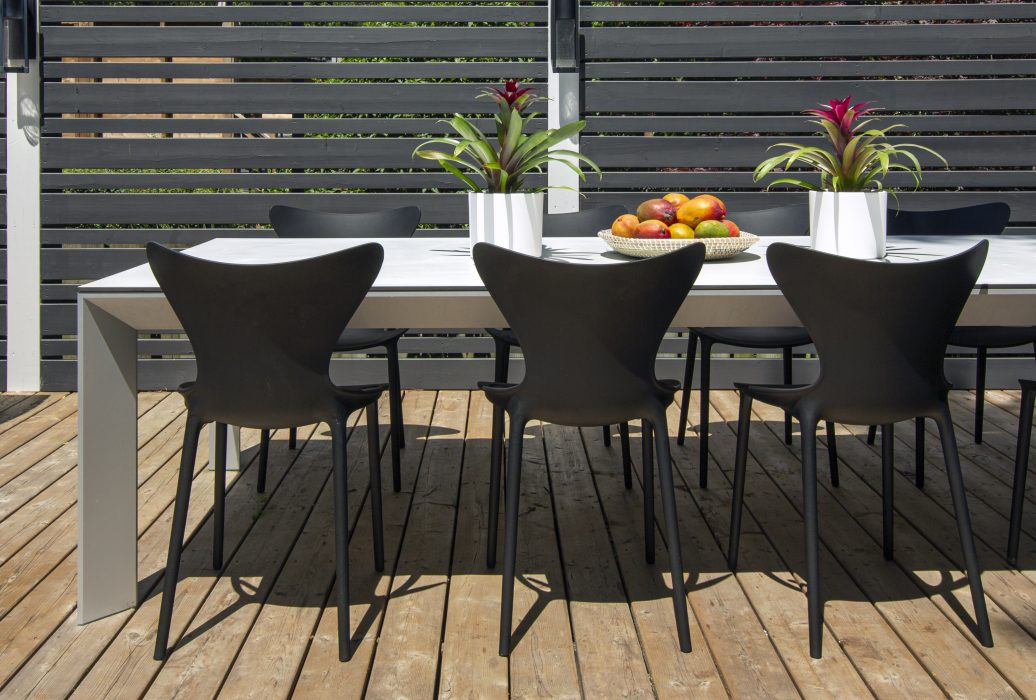 VONDOM Love Dining Side Chairs with the Frame Dining Table