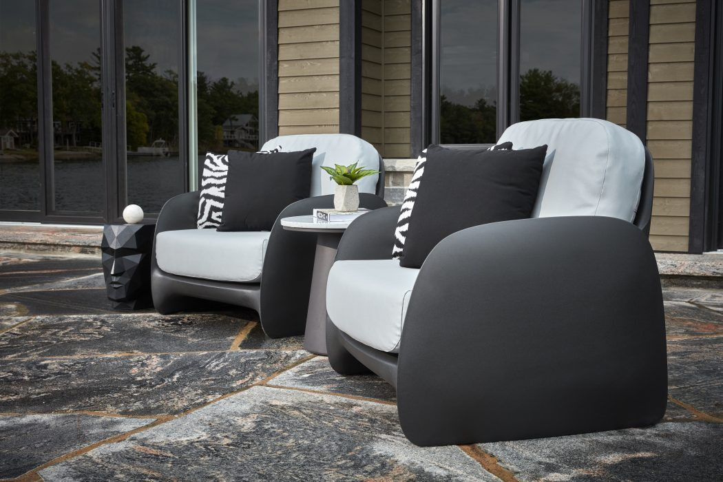 VONDOM Pezzettina Club Chairs in Anthracite with Flo Side Table